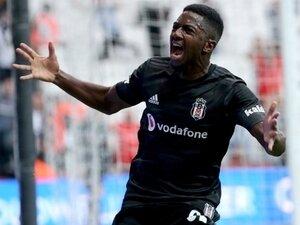 Diaby, Beşiktaş tribünlerine tutkun