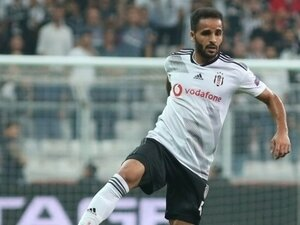 Beşiktaş'ta sağ bek Douglas'a emanet!